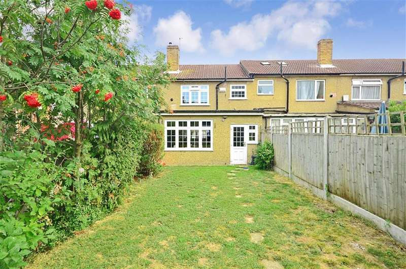 3 Bedrooms Terraced House for sale in Lakeland Close, Chigwell, Essex