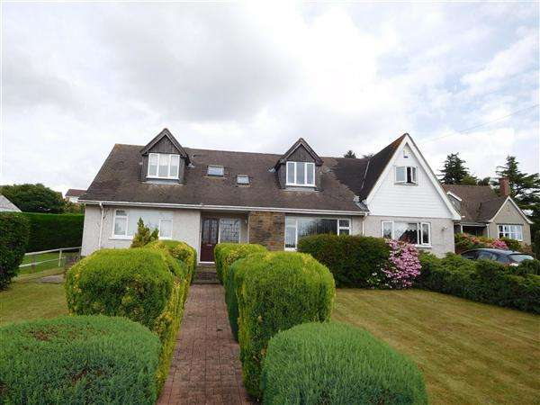 5 Bedrooms Detached House for sale in Highmead, Vinegar Hill, Undy