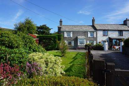 2 Bedrooms Semi Detached House for sale in Lanjeth, St. Austell, Cornwall