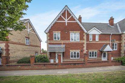 3 Bedrooms Terraced House for sale in Harwich Road, Colchester, Essex