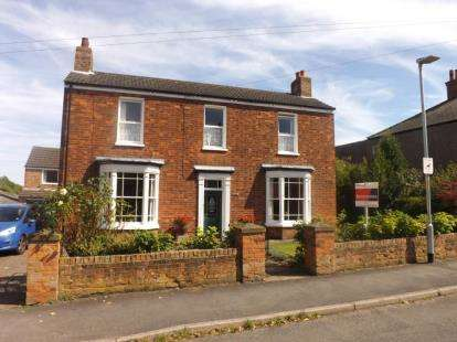 4 Bedrooms Detached House for sale in Linden Walk, Louth, Lincolnshire