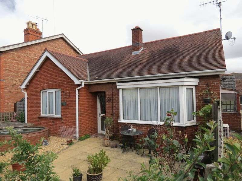 2 Bedrooms Detached Bungalow for sale in Central Bourne