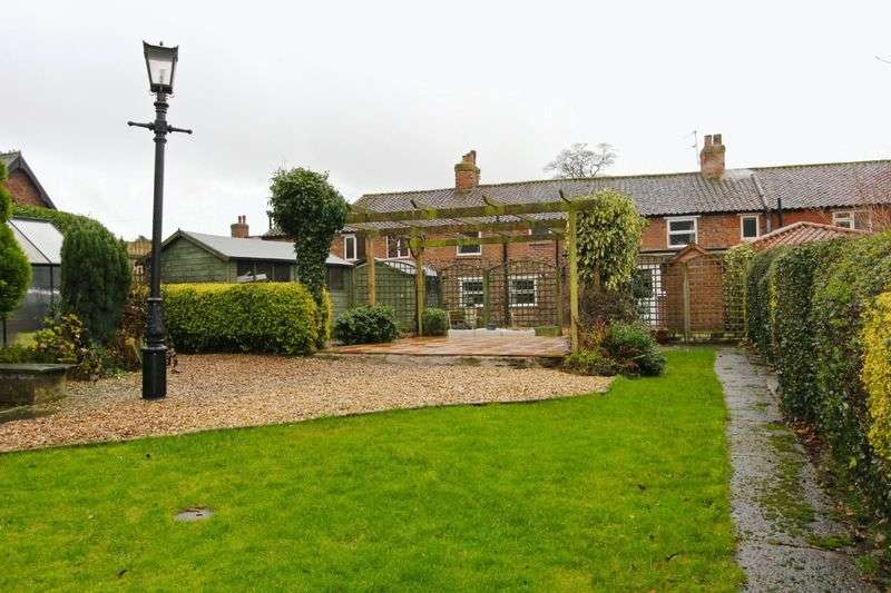 4 Bedrooms Terraced House for sale in High Street, Wootton