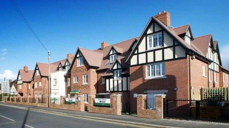 2 Bedrooms Flat for sale in Wellington Court, Epsom: NO CHAIN Two bed two bathroom ground floor retirement apartment