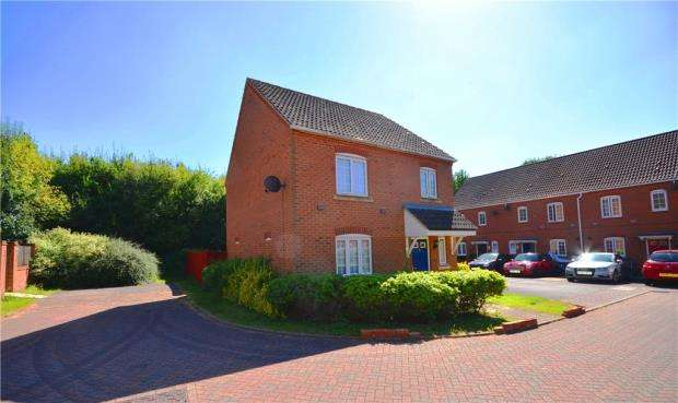 3 Bedrooms Detached House for sale in Causton Road, Beggarwood, Basingstoke