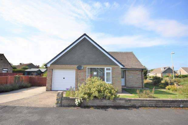 2 Bedrooms Detached Bungalow for sale in Farside Road, West Ayton, Scarborough, North Yorkshire YO13 9LE