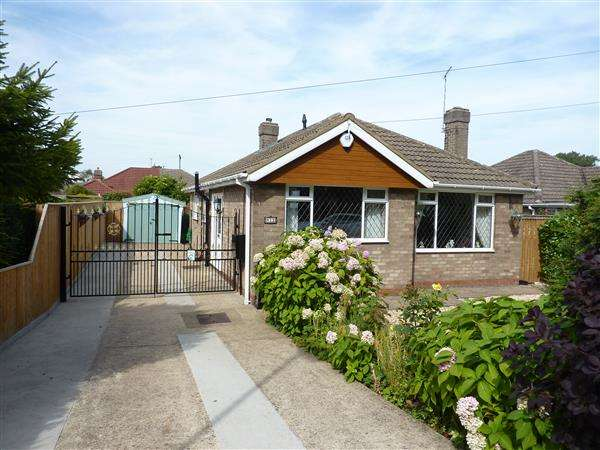 2 Bedrooms Detached Bungalow for sale in GRANGE AVENUE, LACEBY, GRIMSBY