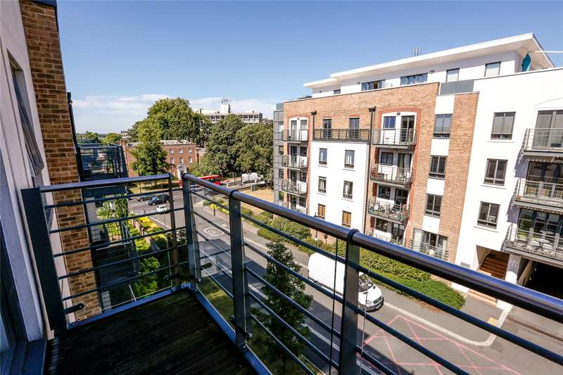 3 Bedrooms Flat for sale in Apsley House, 2 Holford Way, London, SW15