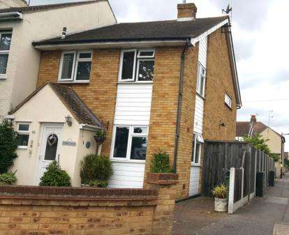 3 Bedrooms Semi Detached House for sale in Shoeburyness, Southend-On-Sea, Essex