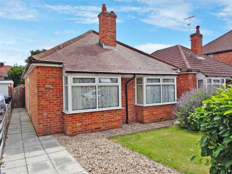 2 Bedrooms Detached Bungalow for sale in Bramley Road, Broadwater, Worthing, BN14