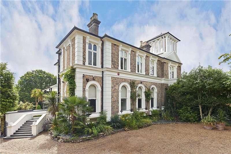4 Bedrooms Semi Detached House for sale in Hanger Hill, Weybridge, Surrey, KT13