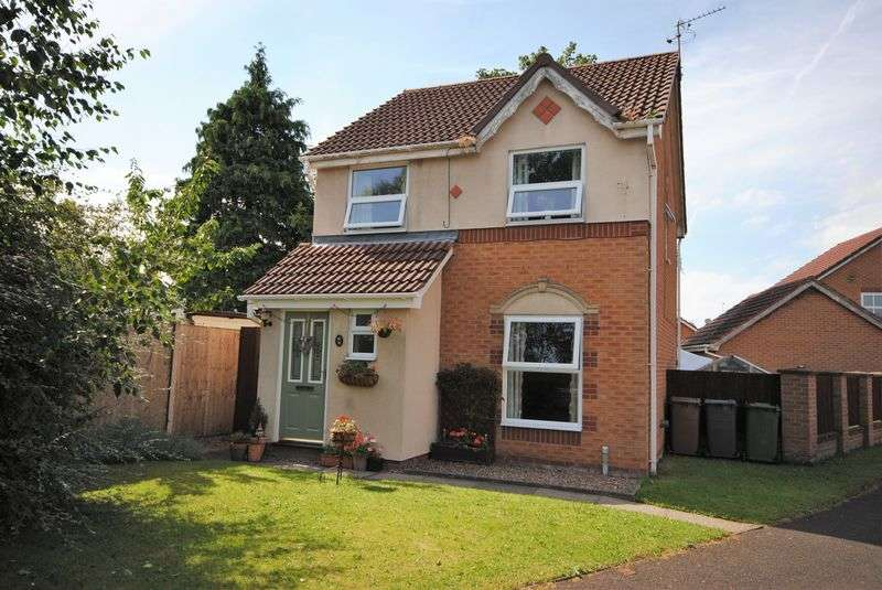 3 Bedrooms Detached House for sale in Weybourne Close, Upton