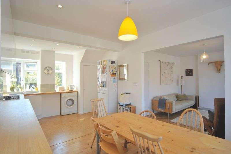 3 Bedrooms Flat for sale in Ashford Avenue, London, N8