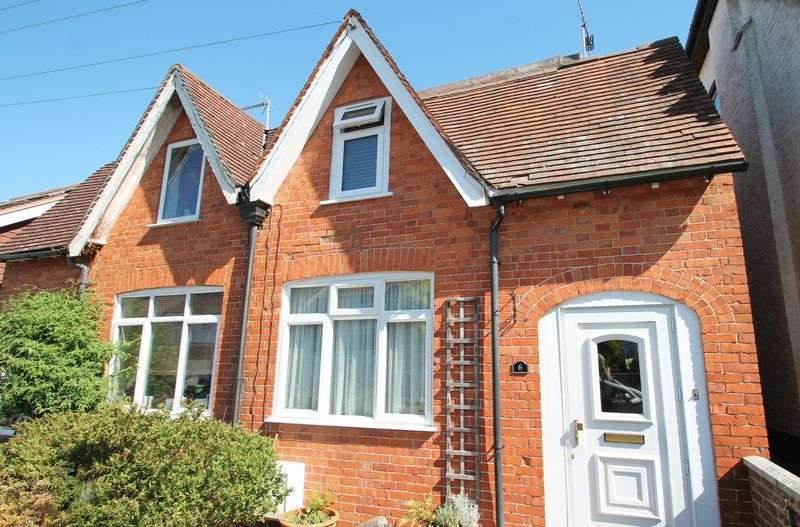 3 Bedrooms Semi Detached House for sale in Canterbury Road, Pembury