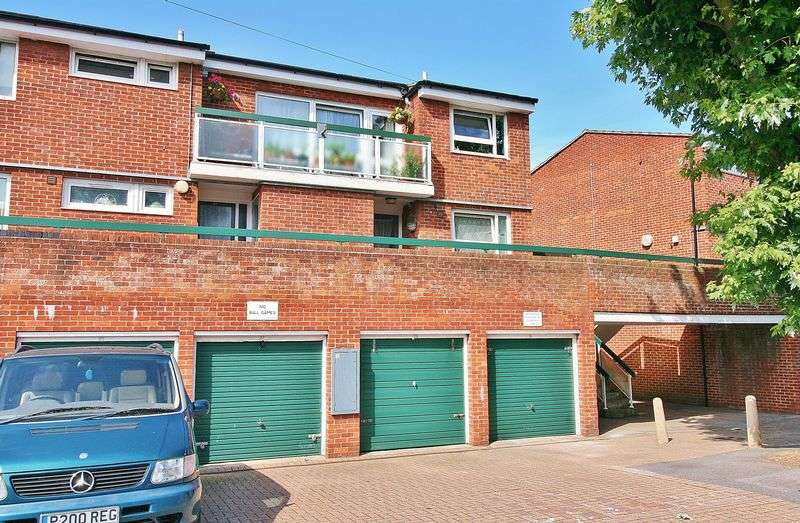 2 Bedrooms Flat for sale in Timpson Road, Portsmouth