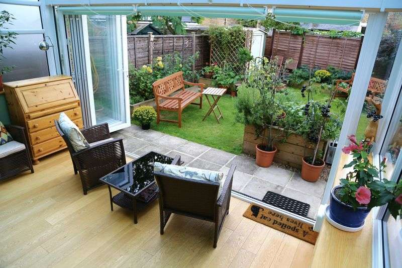 2 Bedrooms Flat for sale in Princes Road, Teddington