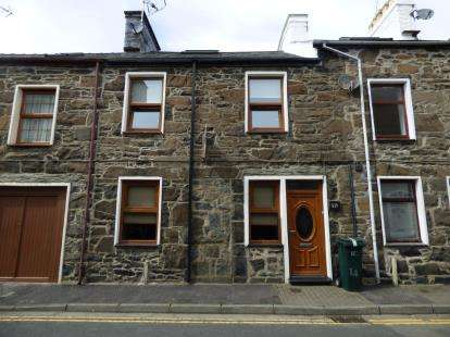 3 Bedrooms Terraced House for sale in Upper Ala Road, Pwllheli, Gwynedd, LL53