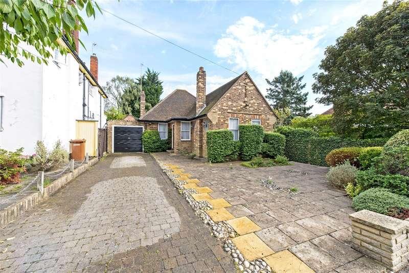 2 Bedrooms Detached Bungalow for sale in Winscombe Way, Stanmore, HA7