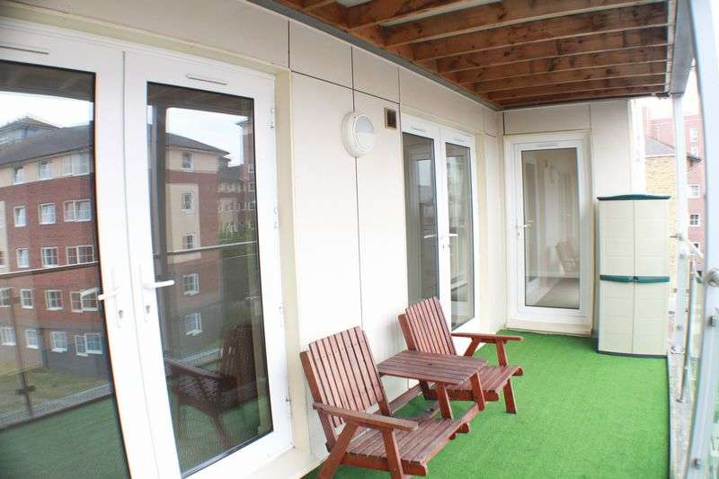 2 Bedrooms Flat for sale in Canute Road, Ocean Village
