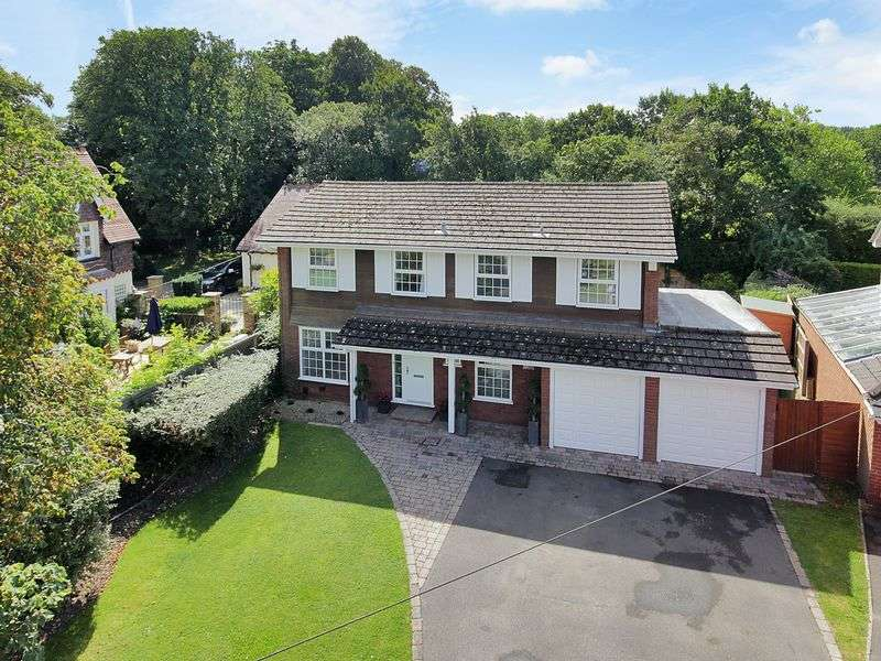 4 Bedrooms Detached House for sale in Dunlin Close, Redhill, Surrey