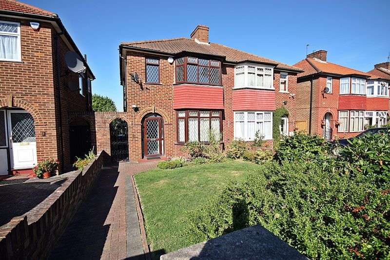 3 Bedrooms Semi Detached House for sale in Wellgarth, Greenford