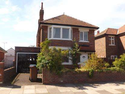 3 Bedrooms Detached House for sale in Berwick Road, Lytham St. Annes, Lancashire, FY8