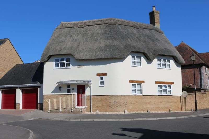 4 Bedrooms Detached House for sale in Applefield Road, Drimpton