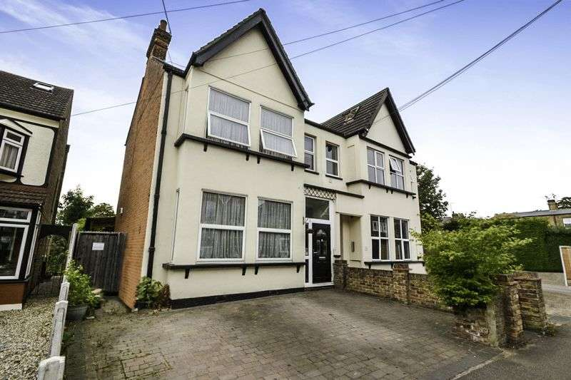 4 Bedrooms Semi Detached House for sale in Junction Road, Romford