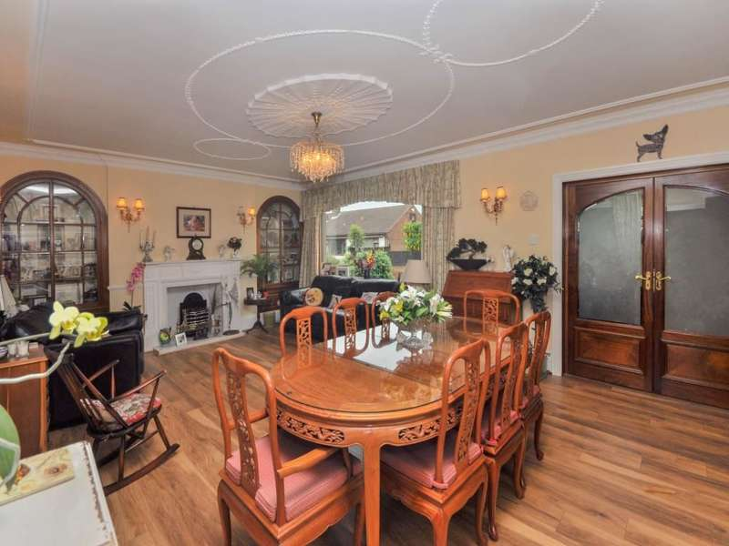 3 Bedrooms Detached Bungalow for sale in Sandall Park Drive, Wheatley Hills , Doncaster, DN2