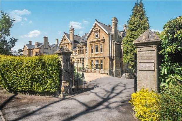 2 Bedrooms Flat for sale in Bathampton Lane, BATH, Somerset, BA2