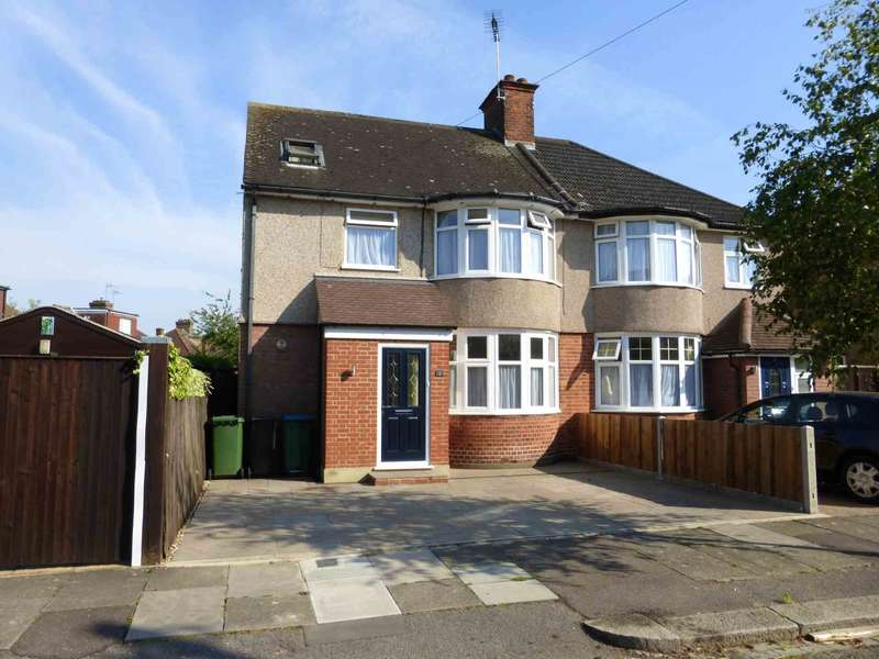 4 Bedrooms Semi Detached House for sale in Munden Grove, Watford