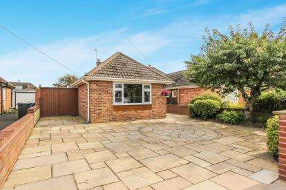 3 Bedrooms Bungalow for sale in Cromer Road, Lytham St. Annes, Lancashire, England, FY8