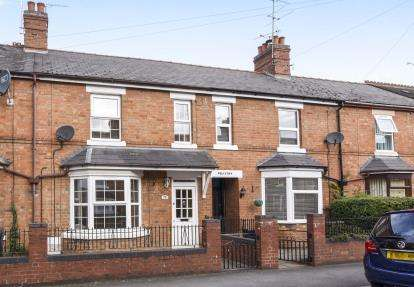 3 Bedrooms Terraced House for sale in Kings Road, Evesham, Worcestershire, .