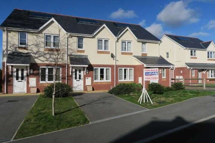 2 Bedrooms Terraced House for sale in 53, Ger Y Nant, Felinheli