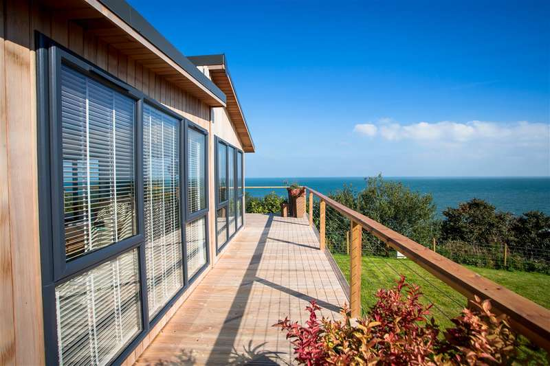 2 Bedrooms Park Home Mobile Home for sale in The View, St Davids Park, Red Wharf Bay