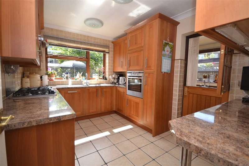4 Bedrooms Detached House for sale in Kensington Road, Brentwood