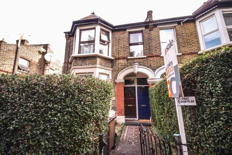 3 Bedrooms Flat for sale in Francis Road, Leyton