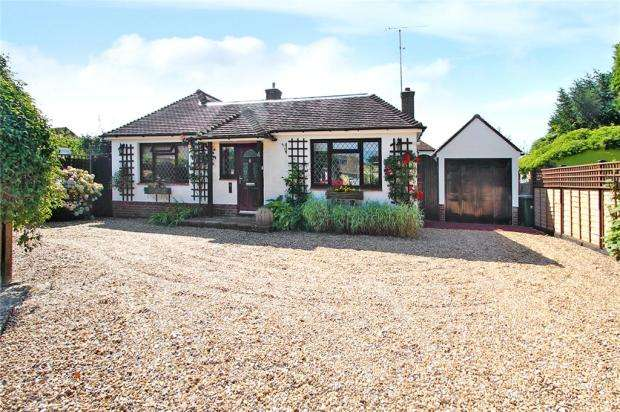 2 Bedrooms Detached Bungalow for sale in Forge Close, East Preston, West Sussex, BN16