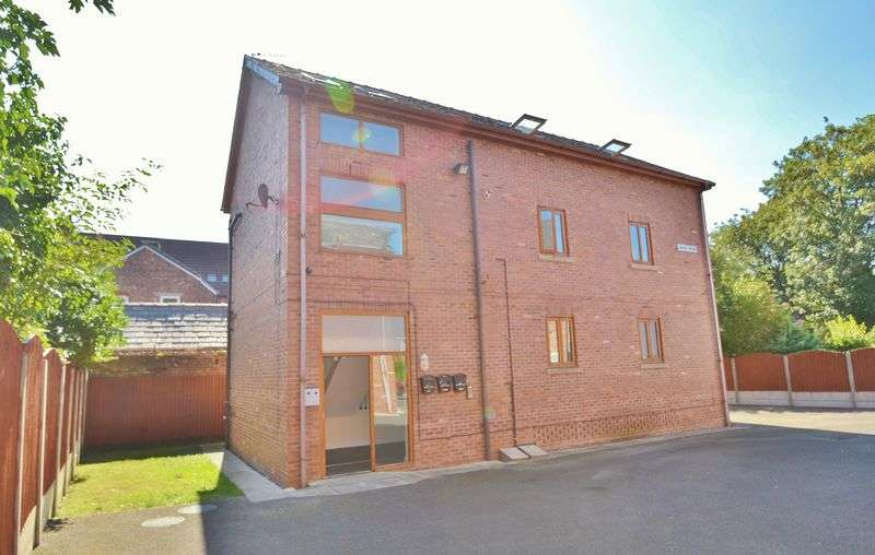 6 Bedrooms Flat for sale in Griffin Street, Salford