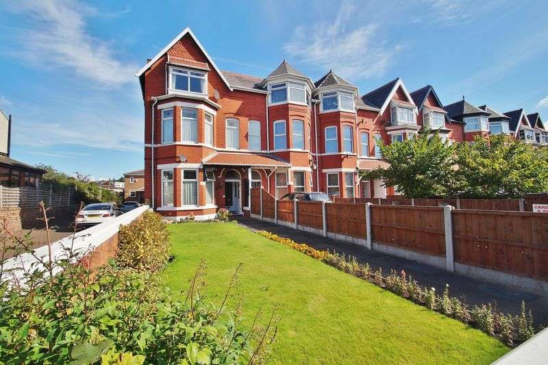 6 Bedrooms Terraced House for sale in York Terrace, Southport