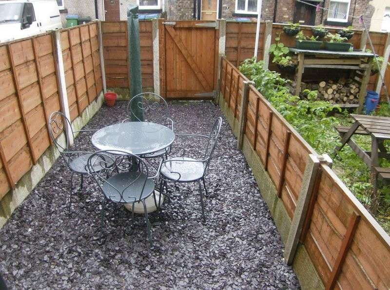 2 Bedrooms Terraced House for sale in Newhey Road Milnrow