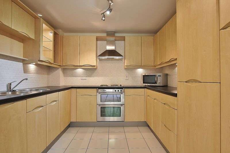 2 Bedrooms Flat for sale in Hellyer Close, North Ferriby