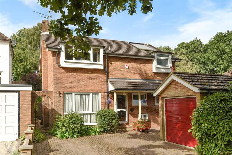 4 Bedrooms Detached House for sale in Pinehill Road, Crowthorne