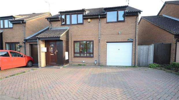 4 Bedrooms Detached House for sale in Hawkedon Way, Lower Earley, Reading