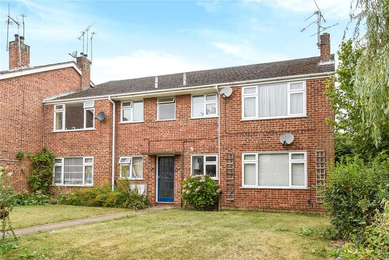 2 Bedrooms Apartment Flat for sale in Russell Court, Blackwater, Camberley, GU17