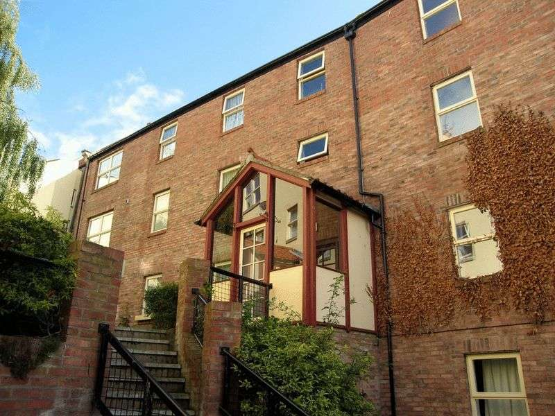 2 Bedrooms Flat for sale in 12 Easter Wynd, Berwick-Upon-Tweed