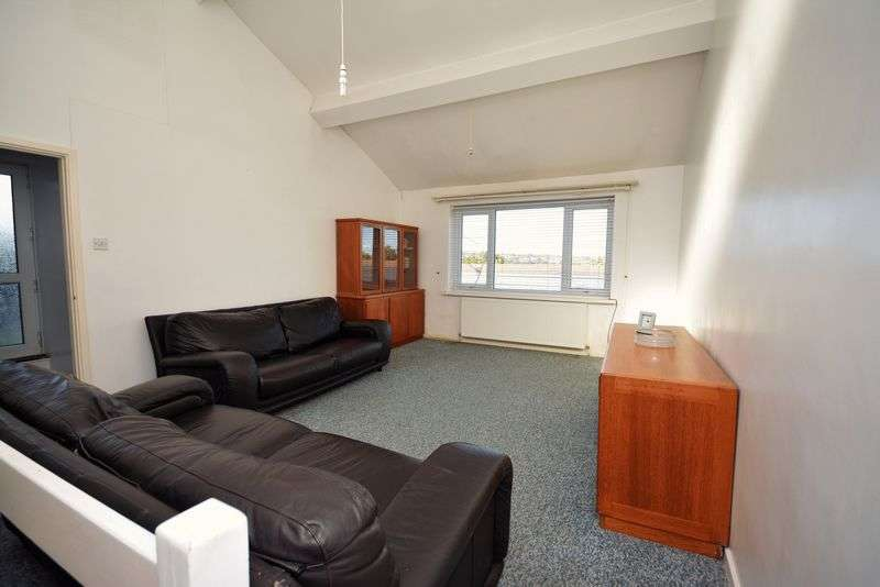 3 Bedrooms Flat for sale in Linnet Close, Cyncoed, Cardiff