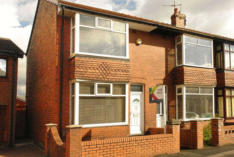 2 Bedrooms Town House for sale in 10 Turf Lane, Chadderton