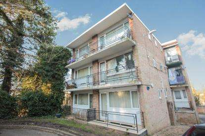 Flat for sale in Farley Lodge, Ruthin Close, Luton, Bedfordshire