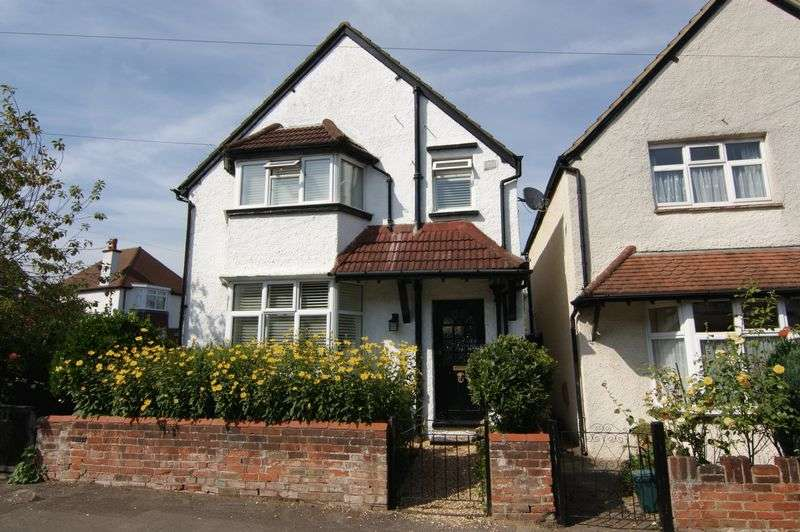 3 Bedrooms Property for sale in Weston Road, Guildford